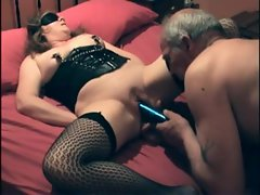 Kinky couple has fun with pussy play