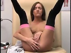 Young lady takes a dildo in her foxy box