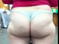 phat ass white chick showing what she&,#039,s got