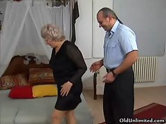 Grandma gets her wet pussy fucked