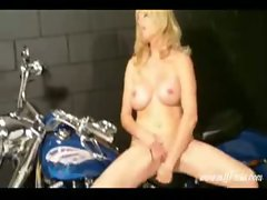 Milf mia masturbating while on a bike