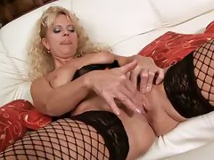 Amateur mom sucks and fucks a dildo