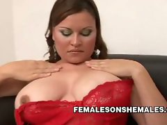 Shemale rams a babe's pinkish pussy