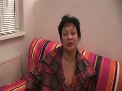 Mature latina enjoys putting dildo inside her busty frame