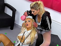 Jenna's a loving chick and wants to return the oily goodness to Dina,...