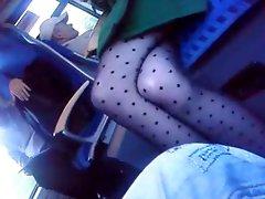 Teen in schwarzer Strumpfhose