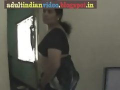 SAREE AUNTY SHOWING BBBS_(new)
