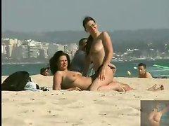 2 friends get randy on the beach