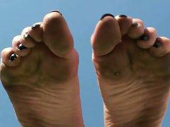 Barefoot lass