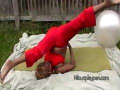 Nilou Achtland - Flexing Workout