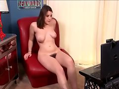 Shaggy Beryl showing masturbate at front of webcam
